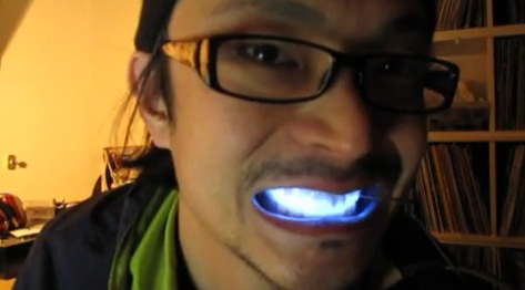 Led-light-teeth-japan.jpg